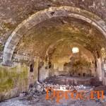 Развалины старой церкви. Горис