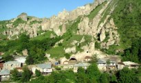 goris-is-surrounded-by
